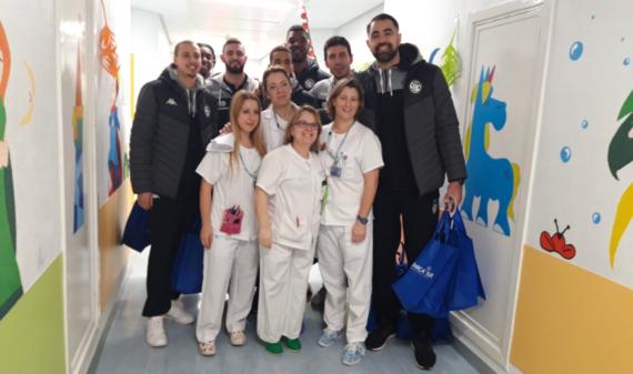El Carramimbre CBC Valladolid junto al equipo médico